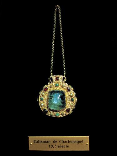 L'ECOLE - Amulets & precious symbols 33-jpg